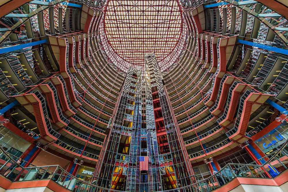 Thompson Center by Helmut Jahn, Chicago 1985 - Photo by Mobilus in Mobili