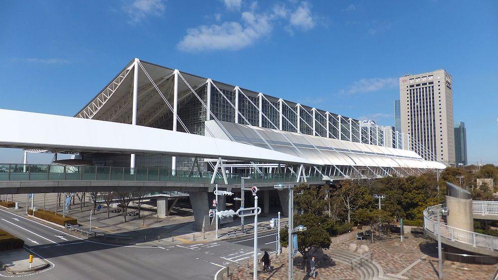 Makuhari Messe Hall by Fumihiko Maki - Photo by ZoomViewer.