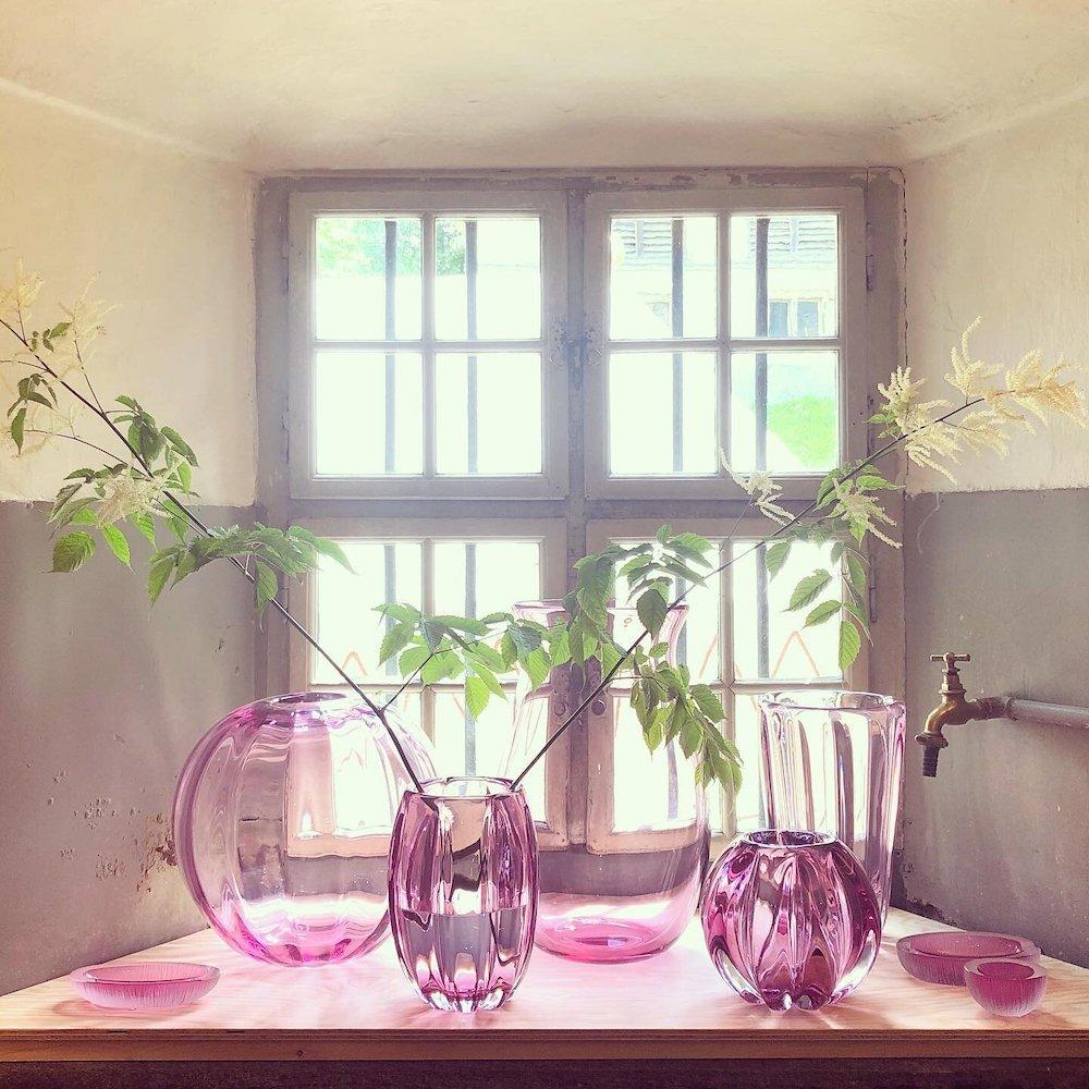 Yali Glass with Antonia Miletto @ NOMAD St. Moritz 2021, flowers by @bloomengaleriestmoritz - Photo via IG by @yali_glass